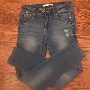 KanCan Jeans size 7/27 like NWOT in faded wash